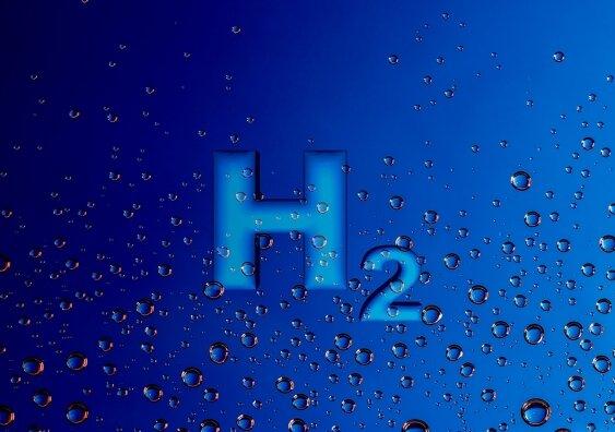 Eπιστήμονες βρίσκουν φθηνότερο τρόπο να αποσπούν ενέργεια από το υδρογόνο στο νερό.