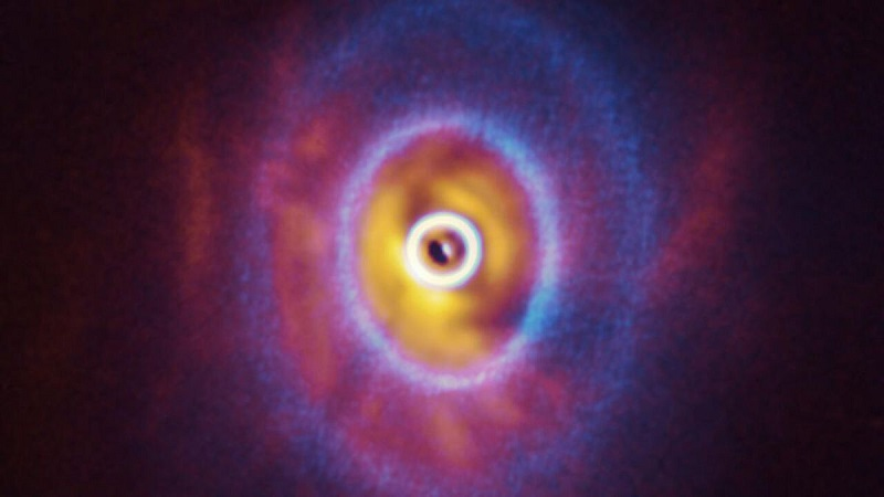 Εντοπίστηκε ένα σύστημα στον Ωρίωνα με τρία άστρα και έναν πλανήτη που δεν γνωρίζει ποτέ το σκοτάδι