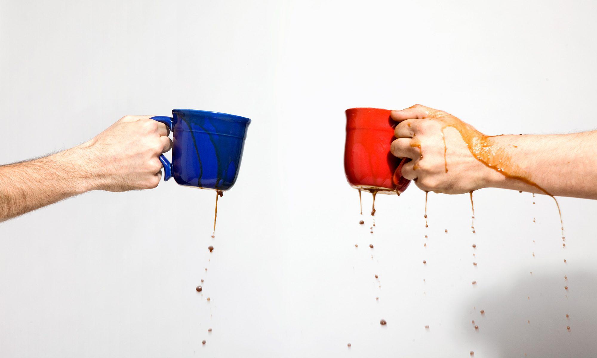 Η Φυσική πίσω από το βάδισμα με μια κούπα καφέ στο χέρι